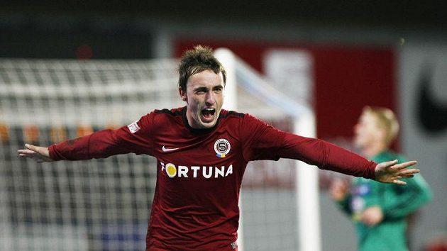 Sparťan Martin Zeman oslavuje gól vstřelený Příbrami.