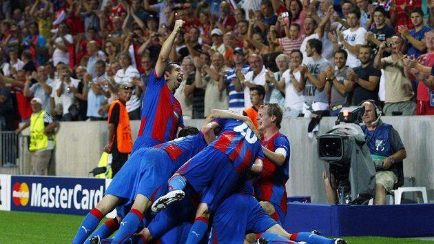 Fotbalisté Plzně se radují z postupu do Ligy mistrů přes Kodaň.