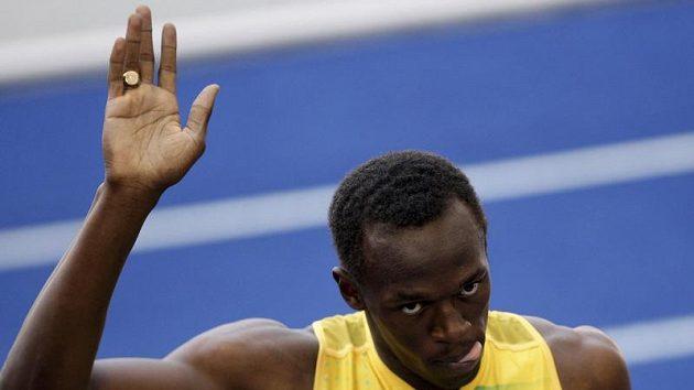 Jamajčan Usain Bolt oslavuje vítězství v rozběhu na 100 metrů na atletickém MS v Berlíně
