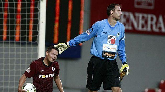 Jablonecký gólman Michal Špit (vpravo) a sparťan Libor Sionko.