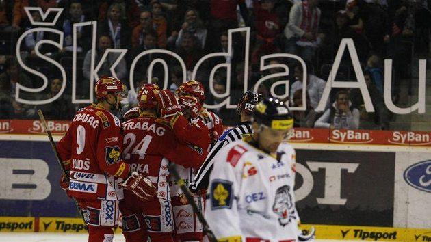 Slavia se raduje z postupu, zatímco pro zklamané hokejisty Liberce sezóna končí.