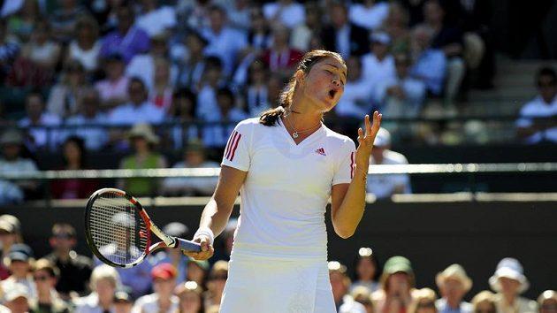 Ruská tenistka Dinara Safinová během prvního kola Wimbledonu