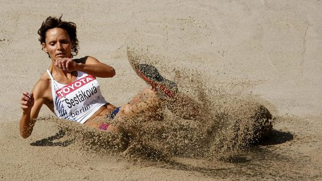 Martina Šestáková během kvalifikace trojskokanek na atletickém MS v Berlíně
