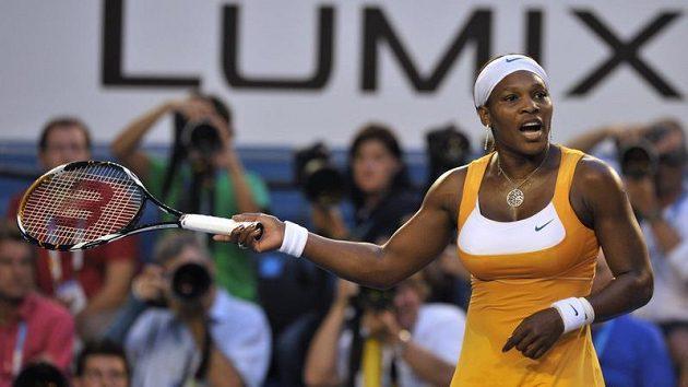 Serena Williamsová gestikuluje během finále Australian Open