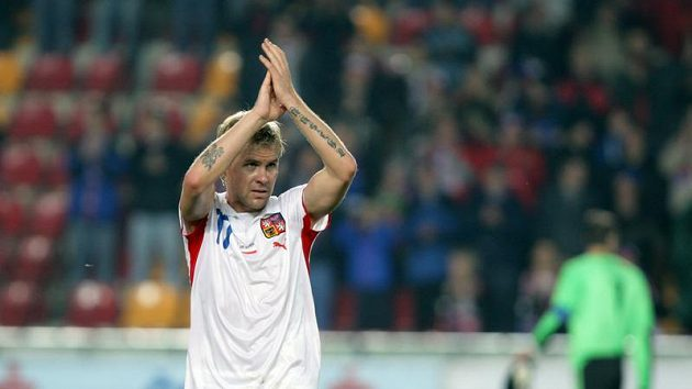 Tomáš Hübschman děkuje po utkání s Polskem fanouškům