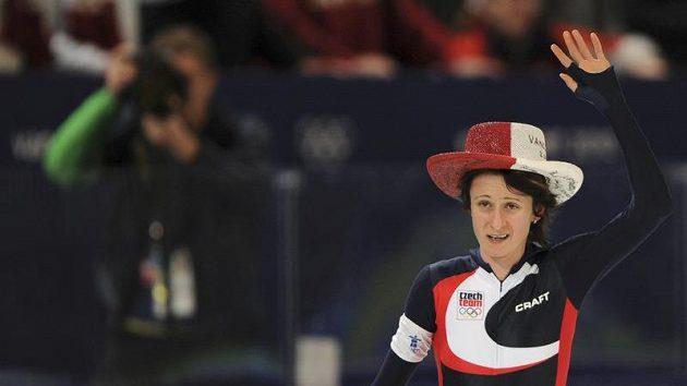 Unavená, ale šťastná. Rychlobruslařka Martina Sáblíková se raduje z druhé zlaté olympijské medaile.