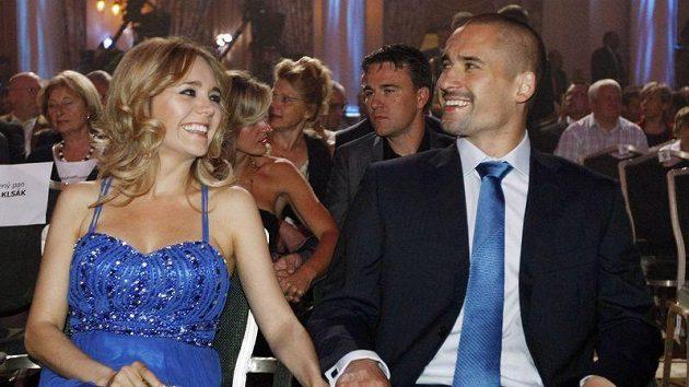 Tomáš Plekanec s manželkou Lucií na vyhlášení Zlaté hokejky