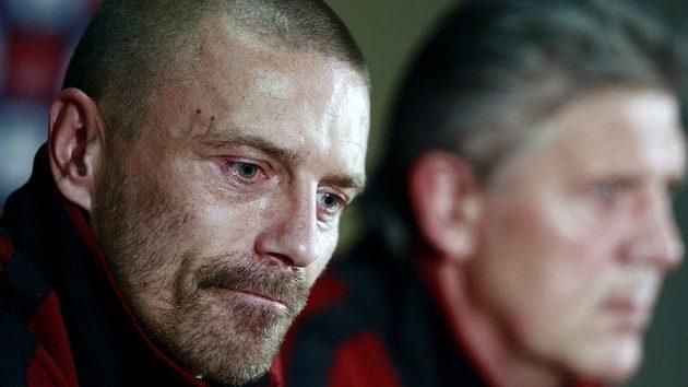 Tomáš Řepka a manažer Sparty Jozef Chovanec na tiskové konferenci před utkáním Sparty s Liverpoolem.