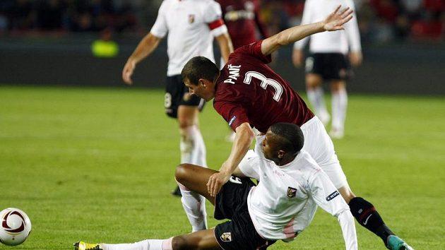 Sparťan Pamič v souboji s Hernandezem z Palerma