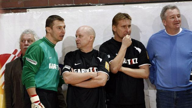 Petr Kouba (zleva), Ivan Hašek a Horst Siegl v dresu Nike.