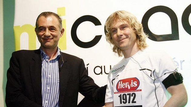 Pavel Nedvěd (vpravo) s Carlo Capalbem, ředitelem pražského půlmaratonu.