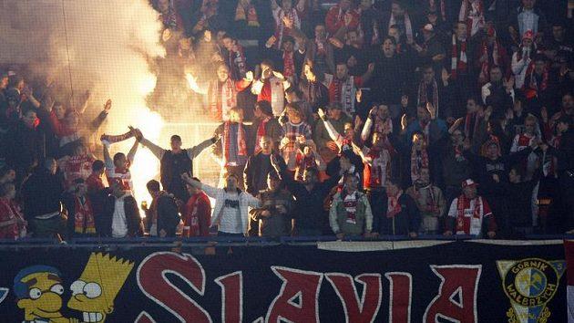 Slávistický kotel při odvetě čtvtfinále Ondrášovka Cupu se Spartou.