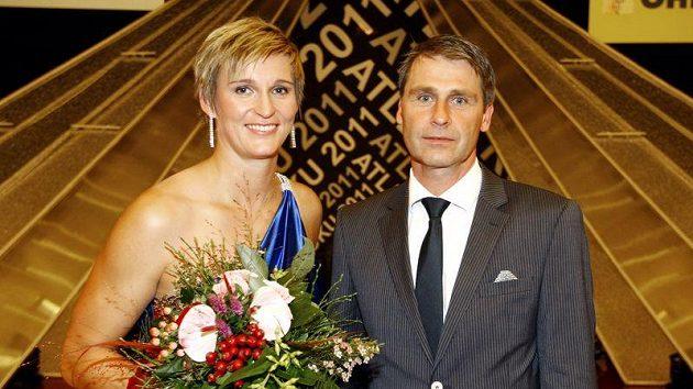 Oštěpařka Barbora Špotáková a její trenér Jan Železný.