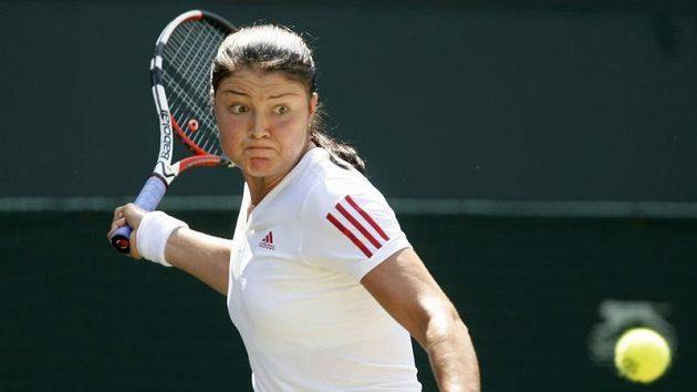 Ruská tenistka Dinara Safinová během čtvrtfinálového zápasu Wimbledonu proti Sabine Lisické z Německa