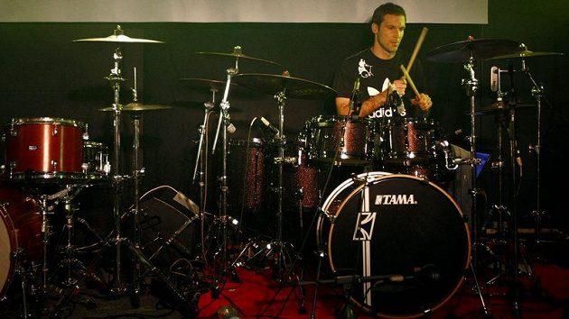 Petr Čech během koncertu v Rock Café