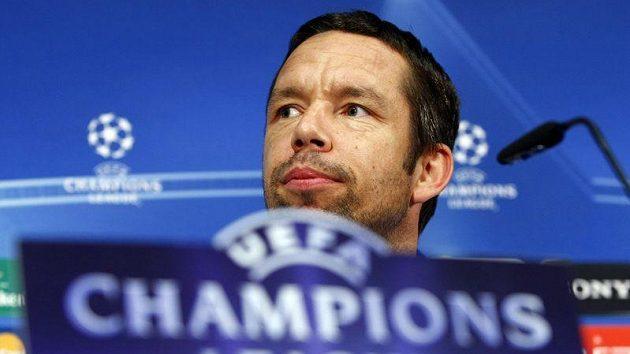 Pavel Horváth odpovídá novinářům na tiskové konferenci před zápasem Ligy mistrů proti Barceloně.