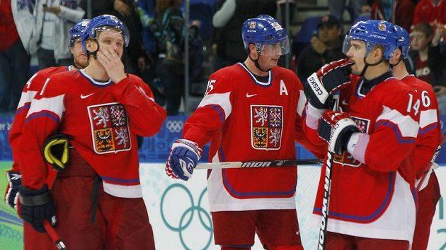 Zklamaní čeští hokejisté po vyřazení z olympijského turnaje ve čtvrtfinále s Finskem.