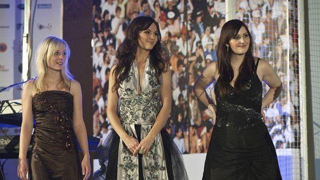Za svoji miss si fanoušci jednoznačně zvolili dvacetiletou Brňačku Veroniku Blížkovskou, na pomyslném stupni vítězů ji následně doplnily Aneta Sychrová a Petra Semberová.
