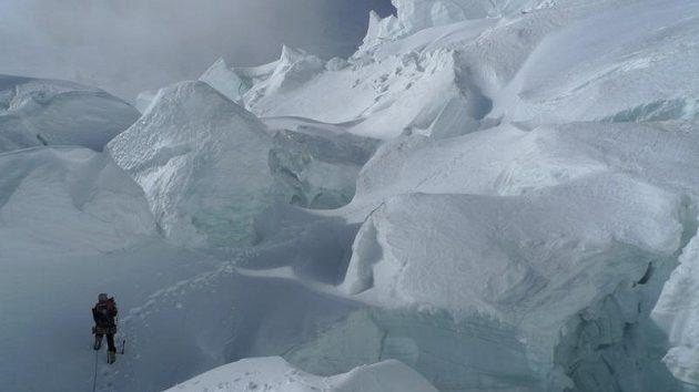 V zajetí ledovce pod Gasherbrumem I.