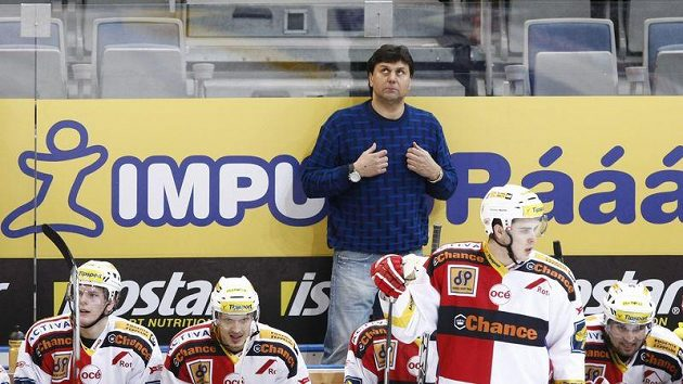 Trenér Vladimír Růžička na střídačce hokejistů Slavie Praha