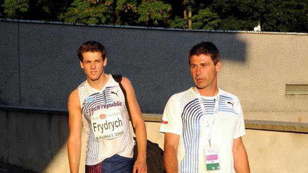 Petr Frydrych se svým trenérem Janem Železným.