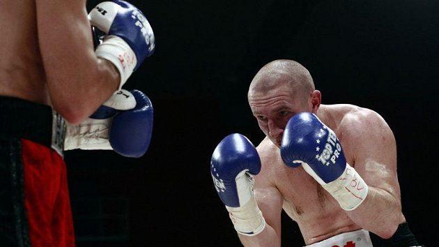 Boxer Lukáš Konečný v zápase s Arménem Petrosjanem.