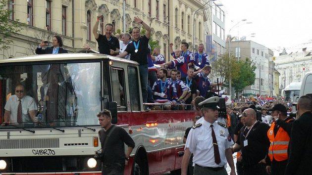 Triumfální jízda slovenských hokejistů Bratislavou.