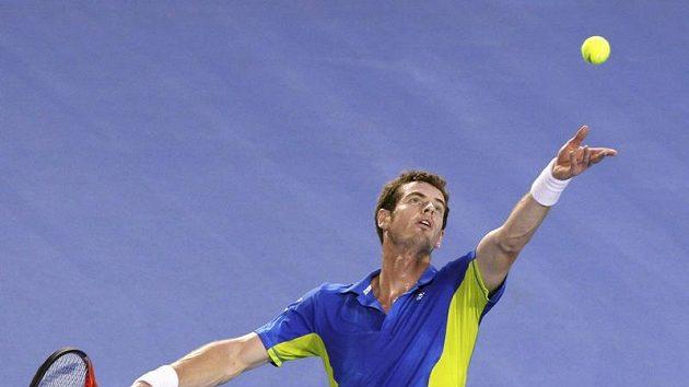 Andy Murray servíruje