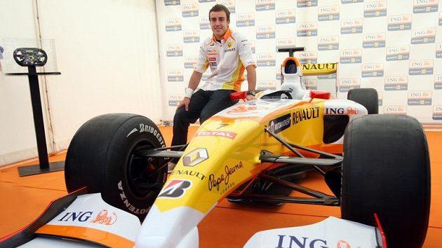 Pilot formule 1 Fernando Alonso v Praze