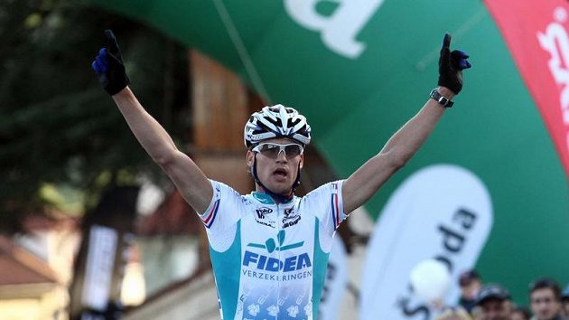 Český cyklista Zdeněk Štybar se raduje z vítězství závodu na horských kolech Pražské schody.