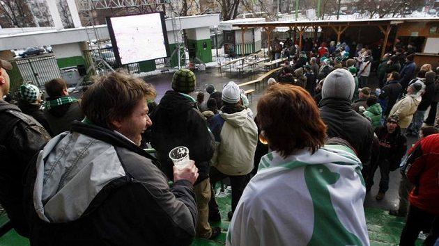 Diváci si zápas užívali i u velkoplošné obrazovky.