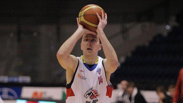 Basketbalista Pardubic Pavel Miloš.