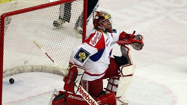 Brankář Jakub Kovář v akci v utkání proti Vítkovicím.