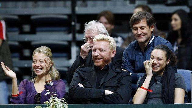 Boris Becker se dobře baví při exhibici v Praze