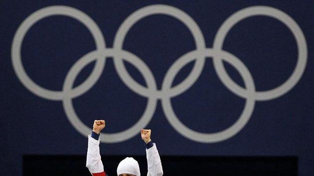 Martina Sáblíková se raduje ze své druhé zlaté medaile na olympijských hrách ve Vancouveru.