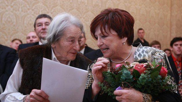 Dana Zátopková (vlevo) a Věra Čáslavská