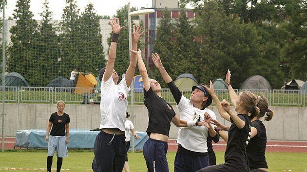 Počet týmů v Čechách pomalu roste. Především ženská kategorie se daří posouvat dál.
