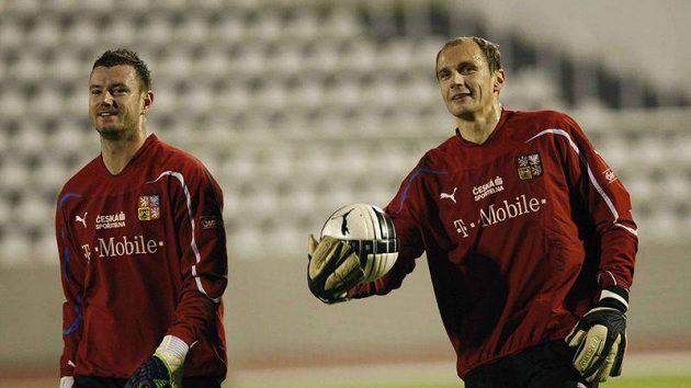 Vždy ve střehu - Čechovi náhradníci Jan Laštůvka (vlevo) a Jaroslav Drobný.