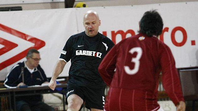 Trenér fotbalové reprezentace Michal Bílek v dresu Nike.