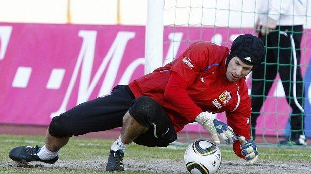 Petr Čech v akci při srazu české fotbalové reprezentace.