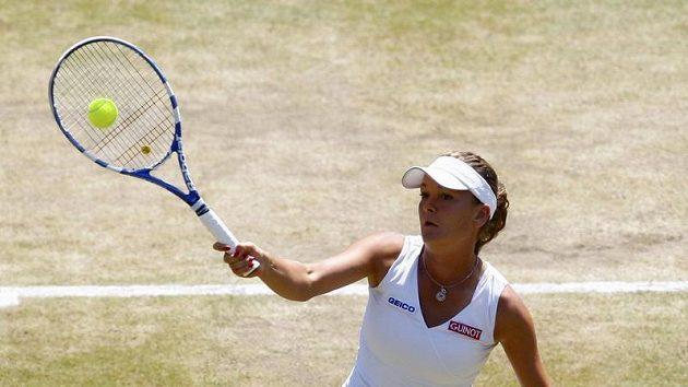 Agnieszka Radwaňská z Polska ve čtvrtfinále Wimbledonu proti Venus Williamsové z USA.