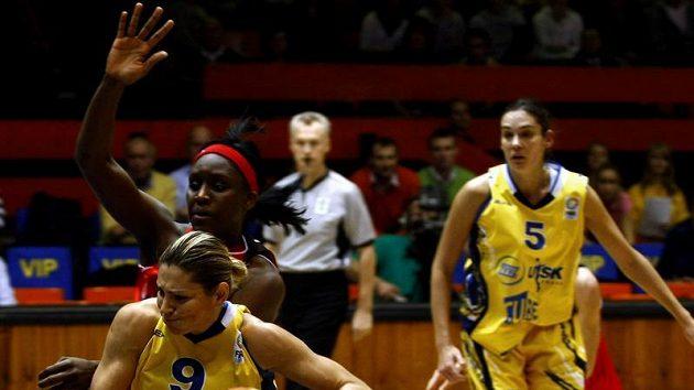 Basketbalistky ZVVZ USK Praha prohrály s Rivasem Madrid 76:83.