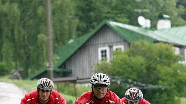 Fotbalisté Slavie na kolech na Špindlerově Mlýně během letního soustředění