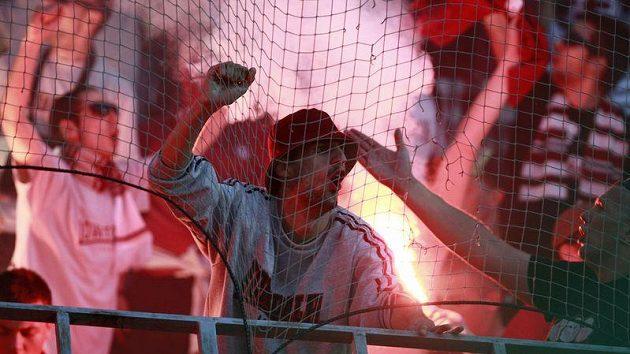 Sektor příznivců FK Sarajevo na letenském stadiónu při utkání s pražskou Spartou.