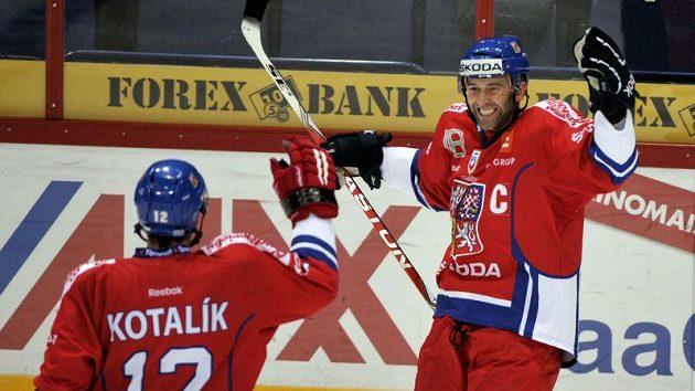 Radost Petra Nedvěda, který Rusku na Karjale vstřelil gól v přesilovce.