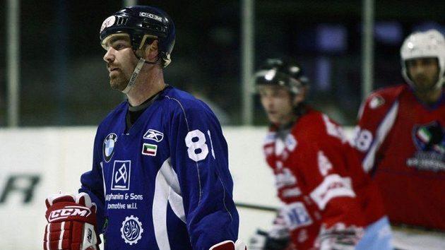 Trenér hokejové reprezentace Jan Brychta při tréninku se svým