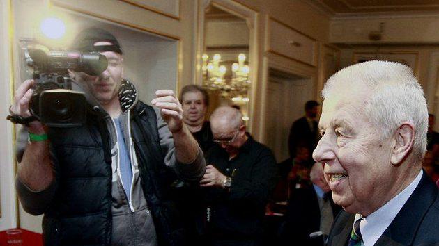 Josef Masopust se připravuje na oslavu svých 80. narozenin.