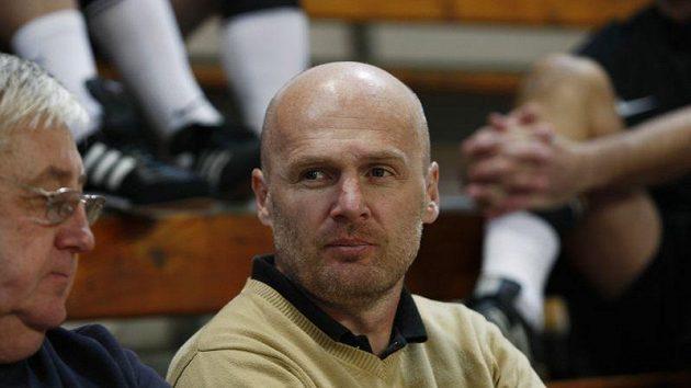 Trenér fotbalové reprezentace Michal Bílek v hledišti vánočního turnaje veteránů.