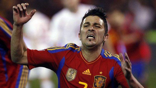 David Villa se raduje z gólu do sítě České republiky. Villa otočil zápas dvěma góly z 0:1 na 2:1.