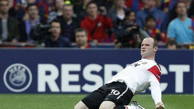 Wayne Rooney se raduje ze své branky proti Barceloně.